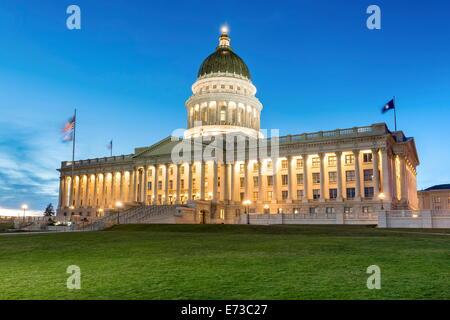 Die Utah State Capitol Building bei Sonnenuntergang, Salt Lake City, Utah, Vereinigte Staaten von Amerika, Nordamerika