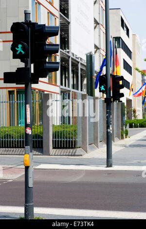 Deutschland, Berlin, Mitte, grüne Ampelmann oder nachberufliche Mann, Symbol für gehen auf der ehemaligen DDR Fußgängerampel - Stockfoto
