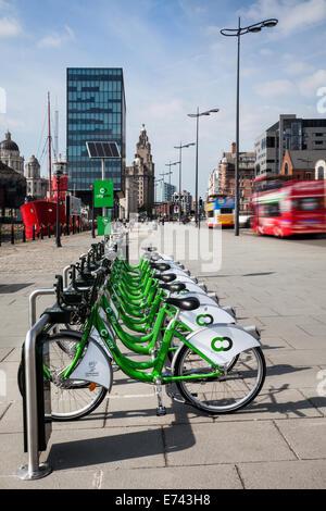 Liverpool City Council Fahrrad Verleih Regelung im Betrieb am Molenkopf, Merseyside, UK - Stockfoto