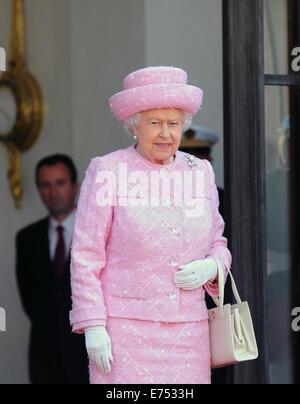Porträt von Königin Elizabeth II. bei ihrem offiziellen Besuch in Paris vor dem 70. Jahrestag des d-Day