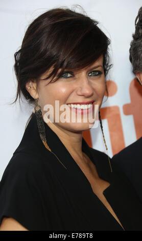 """Toronto, Kanada. 08. Sep, 2014. Schauspielerin Sunrise Coigney stellt bei der Premiere von """"Foxcatcher"""" während - Stockfoto"""