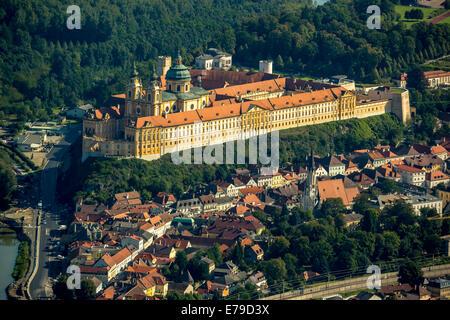 Luftaufnahme, Melk Abbey, Benediktiner-Kloster, österreichischen Barock, Melk, Wachau, Niederösterreich, Österreich - Stockfoto
