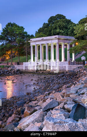 Das Denkmal mit dem Plymouth Felsen, der Stein, auf dem die Mayflower-Pilgims im Jahre 1620 landeten. Massachusetts - Stockfoto