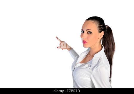 junge Frau Angabe etwas auf weißem Hintergrund - Stockfoto