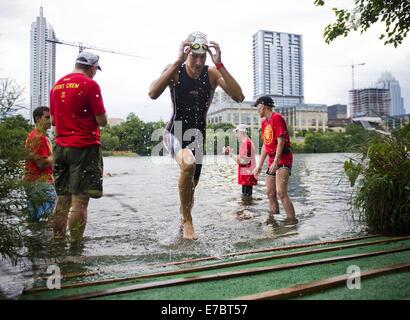 Austin, Texas, USA. 26. April 2014. RADKA VODICKOVA der Tschechischen Republik endet den schwimmen Teil 2014 Leben - Stockfoto