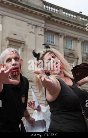 Birmingham-UK. 13. September 2014. Es gab ein paar erschrocken Käufer rund um heute als eine Prozession des Grauens - Stockfoto