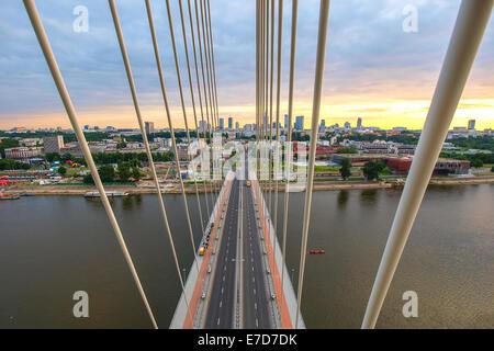 Fusse Brücke über die Weichsel in Warschau Hauptstadt Polens - Stockfoto