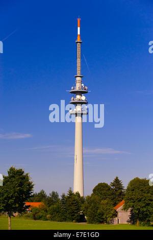 Sendemast für Fernsehen und Radio in Bayern, Deutschland - Stockfoto