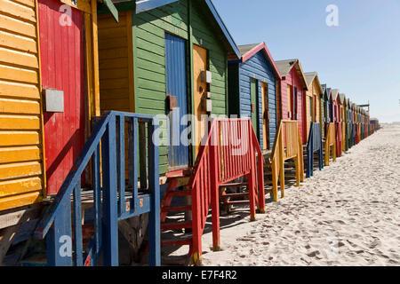 Bunte Strandhäuser in Muizenberg, Kapstadt, Western Cape, Südafrika - Stockfoto