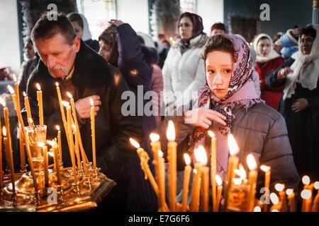 Morgenmesse während dem Fest der Erscheinung des Herrn in der Kirche der russisch-orthodoxen Altgläubigen, Vilkovo, - Stockfoto