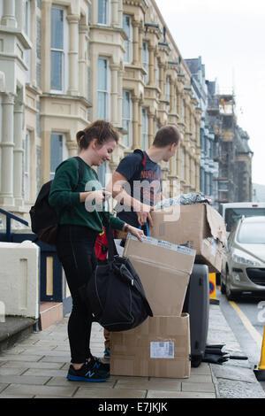 """Aberystwyth Wales UK, Freitag, 19. September 2014 zu Beginn des Schuljahres 2014 / 15 erste Jahr """"frischer"""" Student - Stockfoto"""