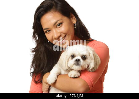 Schöne Frau mit ihrem Shih Tzu-Malteser gemischt Rasse Hund, New York, USA, 16. September 2014, © Katharine Andriotis - Stockfoto