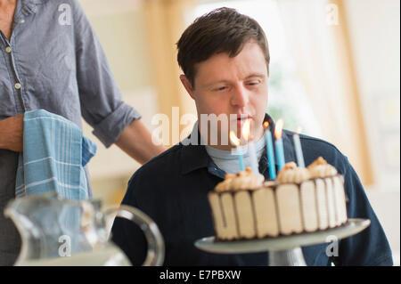 Menschen mit Down-Syndrom feiert Geburtstag - Stockfoto