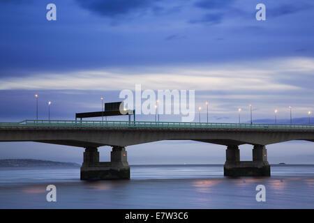 Zweite Severn Überfahrt in der Nacht. - Stockfoto