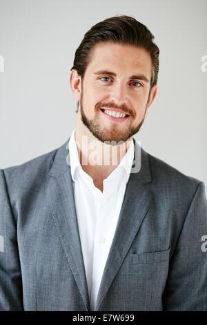 Männlichen Portrait lächelnd - Stockfoto