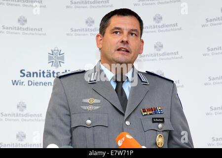 Koblenz, Deutschland. 24. Sep, 2014. Chef Armee Arzt Bernhard ... | {Arzt bundeswehr 93}