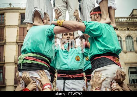 """Barcelona, Spanien. 24. September 2014. Die """"Castellers de Poble Sec"""" Baue einen menschlichen Turm während des Stadtfestes - Stockfoto"""