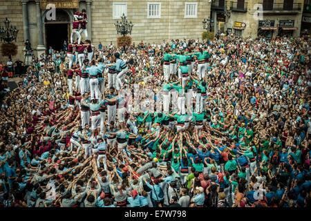 "Barcelona, Spanien. 24. September 2014. Die ""Colla Jupiter de Barcelona"", ""Castellers de Poble Sec"" und der ""Castellers - Stockfoto"