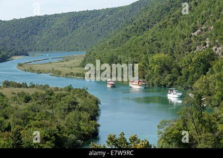 Ausflugsschiffe gehen von Skradin zum Krka Nationalpark, Dalmatien, Kroatien - Stockfoto