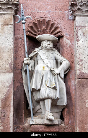 Steinfigur am Eingangstor, Kloster Schloss Corvey in Höxter, Weserbergland, Nord Rhein Westfalen, Deutschland, Europa - Stockfoto