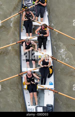 Die Great River Race, London River Marathon (auch bekannt als The UK traditionellen Boot Championship) - eine 21,6 - Stockfoto
