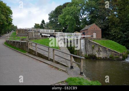 Die Bingley fünf steigen Schlösser an der Leeds-Liverpool-Kanal in Bingley, Yorkshire - Stockfoto