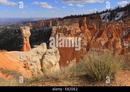 """Der Jäger"" (links) & ""Rabbit"" (rechts) in Bryce Canyon Nationalpark - Utah - USA von Agua Canyon Overlook - Stockfoto"