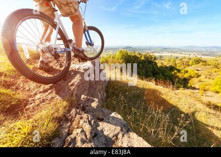 Mountainbiker, downhill Dirt-Track zu betrachten - Stockfoto