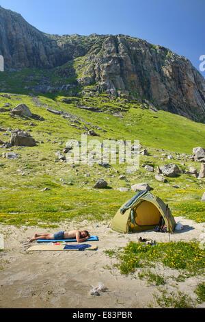 Camping am Strand von Horseid auf den Lofoten, Norwegen - Stockfoto
