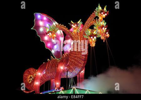 Papier-Drachen-Dekoration beim chinesischen Neujahrsfest - Stockfoto