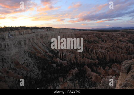 Sonnenuntergang in Bryce Canyon Nationalpark - Utah - USA vom Bryce Point - Stockfoto