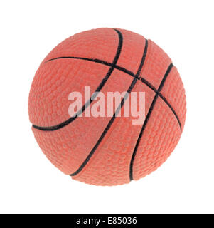 Ein neues Spielzeug-Basketball auf einem weißen Hintergrund. - Stockfoto