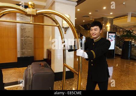 Porträt des Hotel-Service-Mitarbeiter - Stockfoto