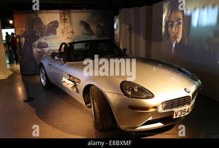 London, UK. 4. Oktober 2014. Foto aufgenommen am 4. Oktober 2014 zeigt die Bond In Motion-Ausstellung im Filmmuseum - Stockfoto
