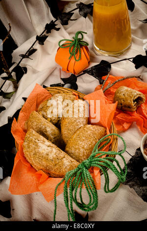 sweet halloween k rbis kuchen in einem kind partei setup stockfoto bild 74022269 alamy. Black Bedroom Furniture Sets. Home Design Ideas