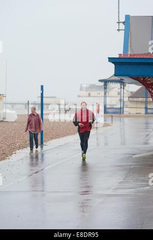 Bognor Regis, West Sussex, UK. 6. Oktober 2014.  Nachdem ein längerer feiner und trockener Zauber von Wetter an - Stockfoto