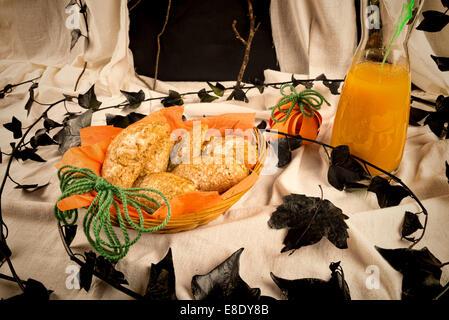 sweet halloween k rbis kuchen in einem kind partei setup stockfoto bild 74022269 alamy. Black Bedroom Furniture Sets. Home Design Ideas