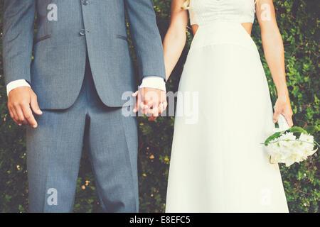 Brautpaar, Braut und Bräutigam Hand in Hand - Stockfoto