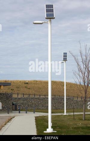 Solartechnik treibt LED-Außenleuchten bei Ralph Klein Park Umweltbildung und Ethik-Zentrum. - Stockfoto