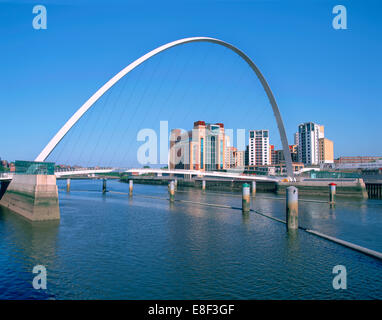 Millennium Bridge und baltischen Kunst Galerie, Gateshead, Tyne & Verschleiß. - Stockfoto