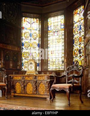 Herrenhaus Möbel groß befleckten glasfenster und schwere antike möbel im herrenhaus