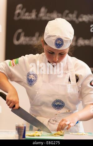 Earls Court, London UK. 7. Oktober 2014. Die Restaurantküche zeigen Wettbewerb hält jung National Koch des Jahres, - Stockfoto