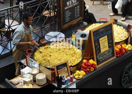 Verkauf von Lebensmitteln in Covent Garden London UK - Stockfoto