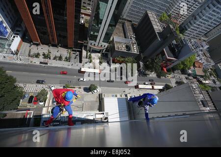 Kinder als Superhelden verkleidet Stockfoto, Bild: 134879808 - Alamy