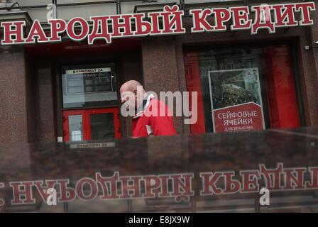 Moskau, Russland. 9. Oktober 2014. Eine Filiale der Bank Narodny Kredint. Bildnachweis: Wjatscheslaw Prokofiev/TASS/Alamy - Stockfoto