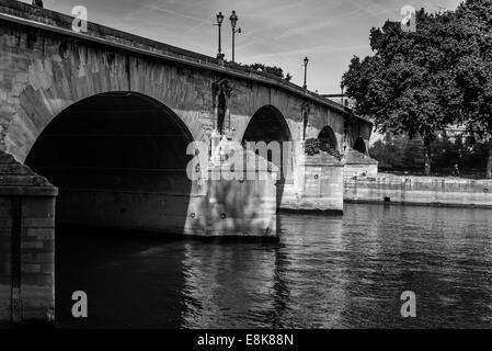 Pont Marie in Paris Frankreich trägt Verkehr über den Fluss Seine in Ile St. Louis - Stockfoto