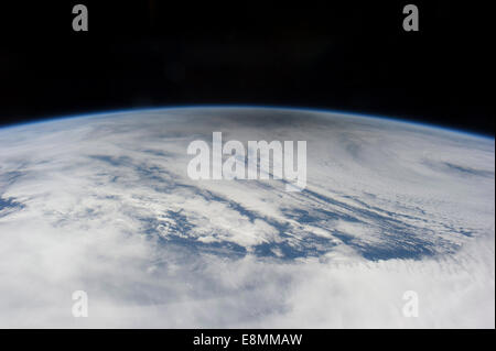 20. Mai 2012 - die rauchigen grauen Schatten des Mondes helle Wolken des nördlichen Pazifischen Ozeans, als der - Stockfoto