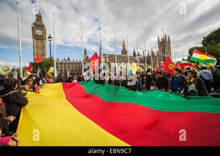 London, UK. 11. Oktober 2014.  Kurdische Demonstranten verurteilen Angriffe durch einen islamischen Staat 2014 Kredit: - Stockfoto