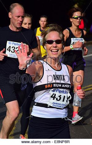 Peterborough, Cambridgeshire, Großbritannien. 12. Oktober 2014. Läufer, die Teilnahme an der Perkins Great Eastern - Stockfoto