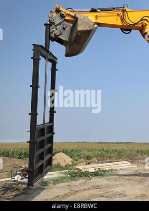 Baustelle des neuen Bewässerungskanal im Bereich Tor platzieren - Stockfoto